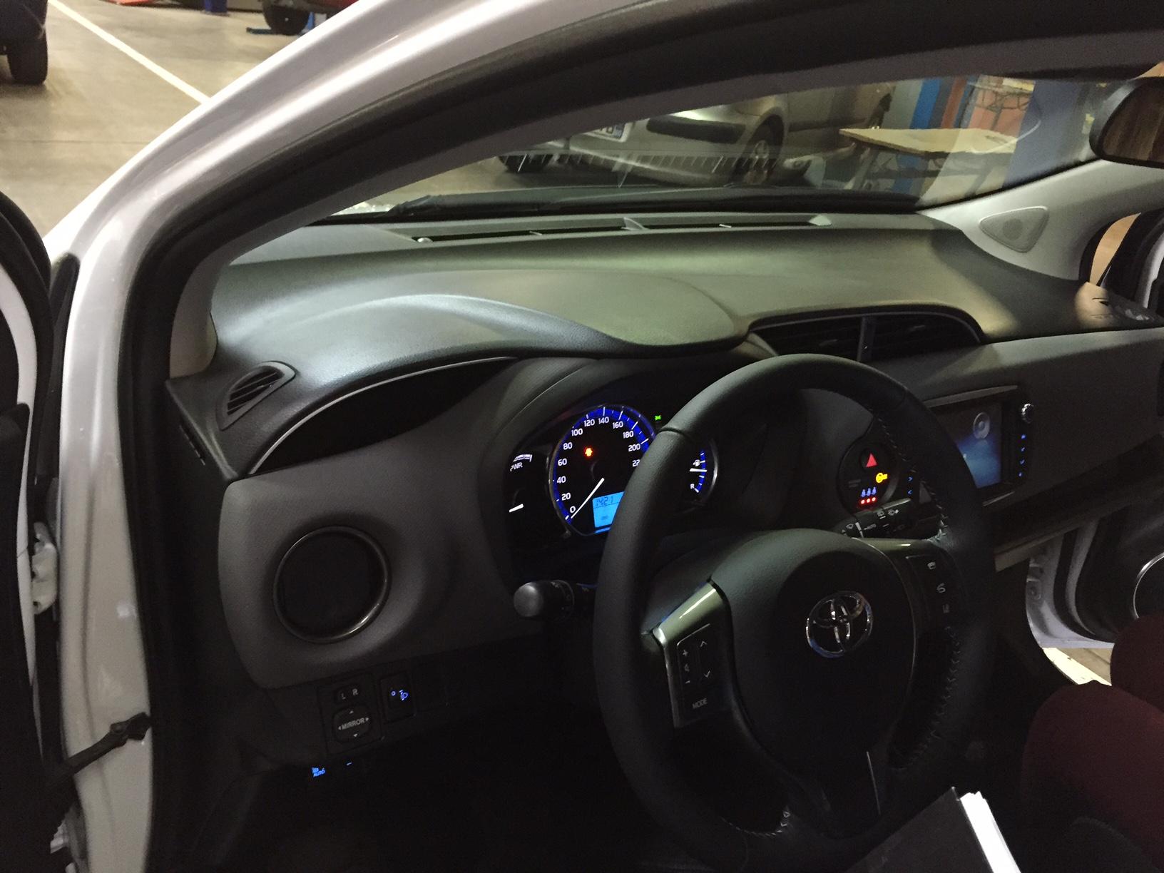 une voiture hybride essence et lectrique est arriv e au lycee mireille grenet de compiegne. Black Bedroom Furniture Sets. Home Design Ideas
